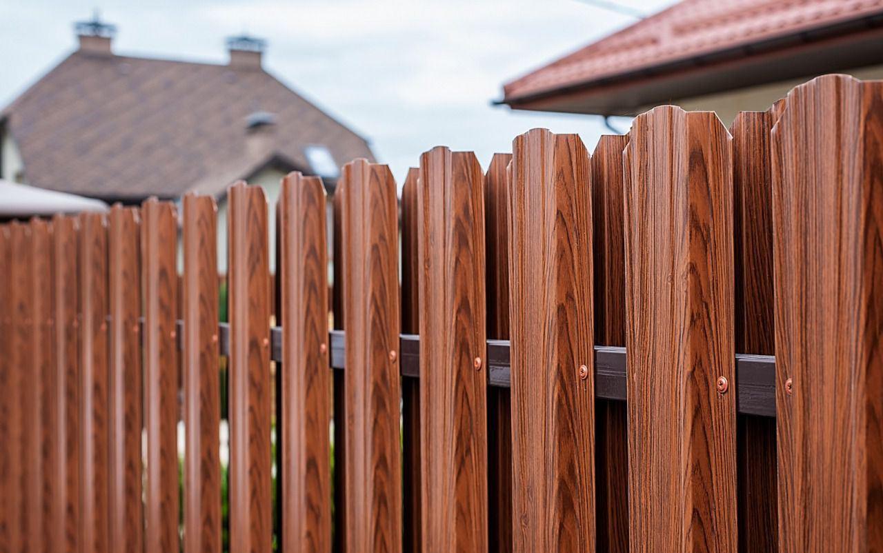 забор из евроштакетника 1