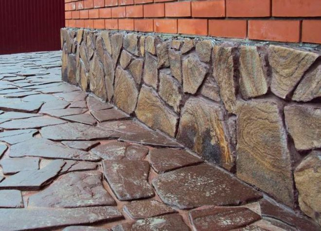 oblitsovka-naturalnym-kamnem