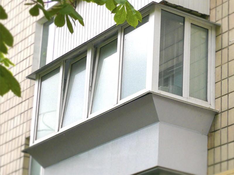 osteklenie-balkona-s-vynosom
