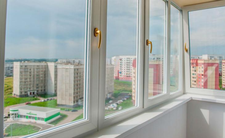 ostekleniye-balkona