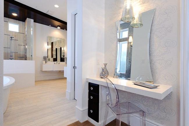 tualetnyy-stolik